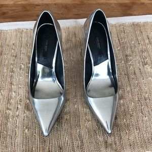 Zara metallic silver pointed toe heels!